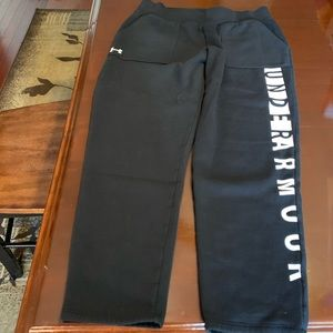 Under Armour Black Loose w/Tapered leg